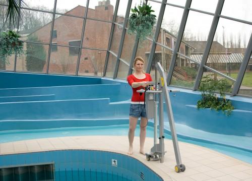 Mobile Pool mobile pool lift - handi-move