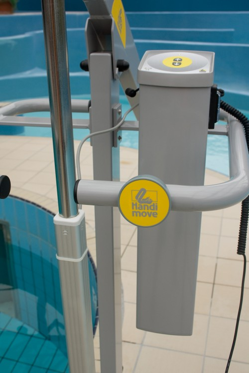 Handi-Move - Mobile pool lift  - Safe in and around the water - Mobile pool lift