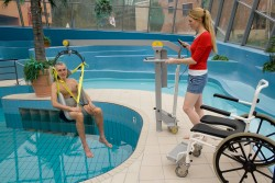 Handi-Move  - Classic spreader bar , Mobile pool lift  , Bathing sling with head support